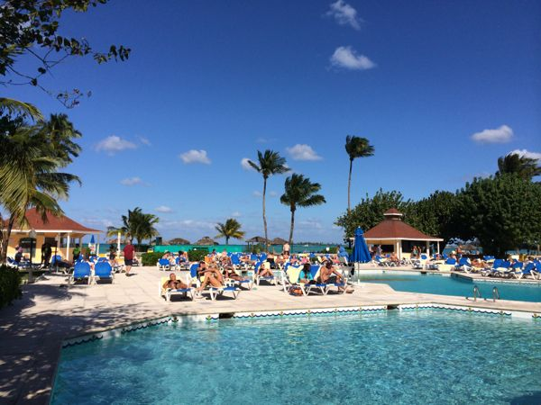 Piscina no Breezes Bahamas
